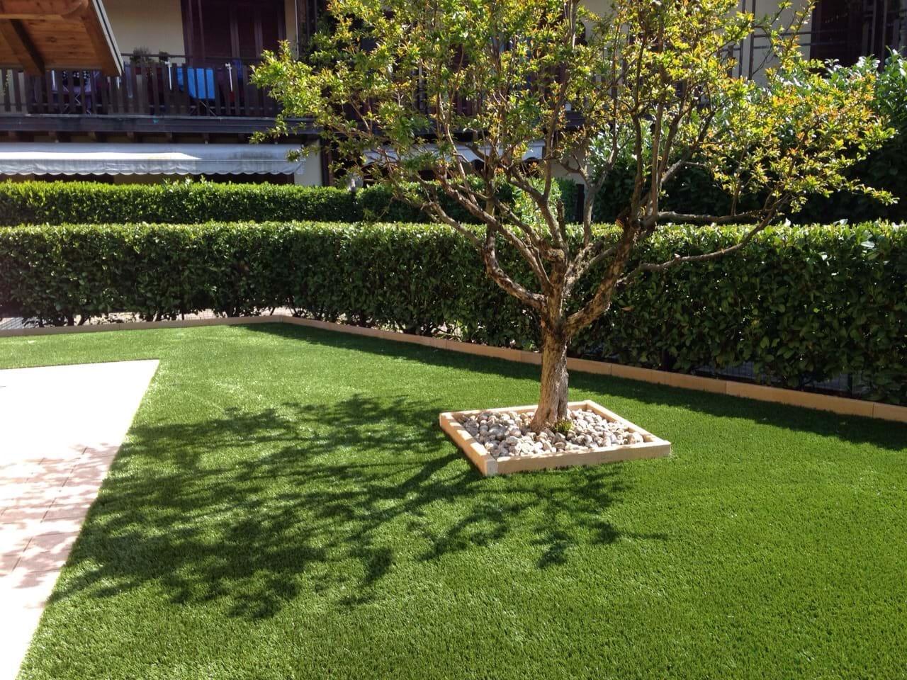 Giardini in erba sintetica prato sintetico bergamo - Erba da giardino resistente ...
