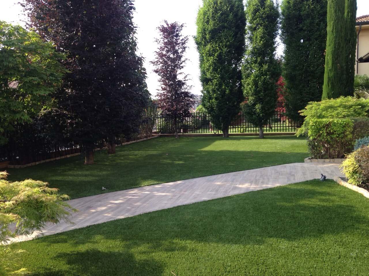 Giardini in erba sintetica prato sintetico bergamo - Giardini bergamo ...